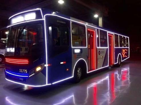 O ônibus-luz já está nas ruas